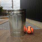 【屋外用ゴミ箱】Behrens 1270 31-Gallon Trash Can with Lid 31ガロンの輸入