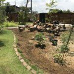 【雑草対策】土削りとレーキを使って庭の草刈りをしました|肥料化も