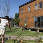 庭にスラックラインを設置するために君岡鉄工・くい丸をアンカーとして購入する