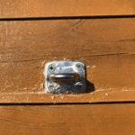ワンデバ壁面にタープ用金具を取り付けようとしたところヒビが入ってしまう