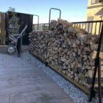 ログラックに1.5立米位の薪を積み込む