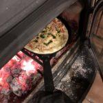 【薪ストーブ】市販のピザを南部鉄器で焼くと激うま