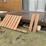 フェンスの余材で薪棚の仕切り作り